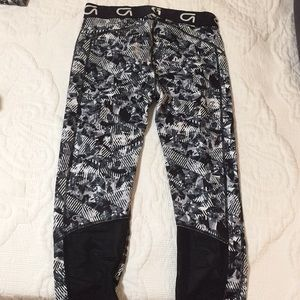 GAP Pants - Gap gfast cropped leggings with mesh size small